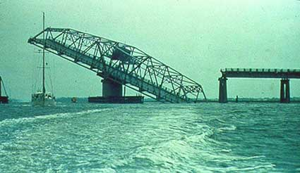 Ben Sawyer Bridge after Hurricane Hugo (NOAA)